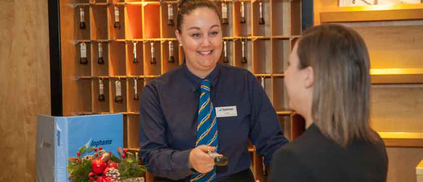 austria_st-christoph_chalet-hotel-st-christoph_chalet-hotel-recetion-customer.jpg